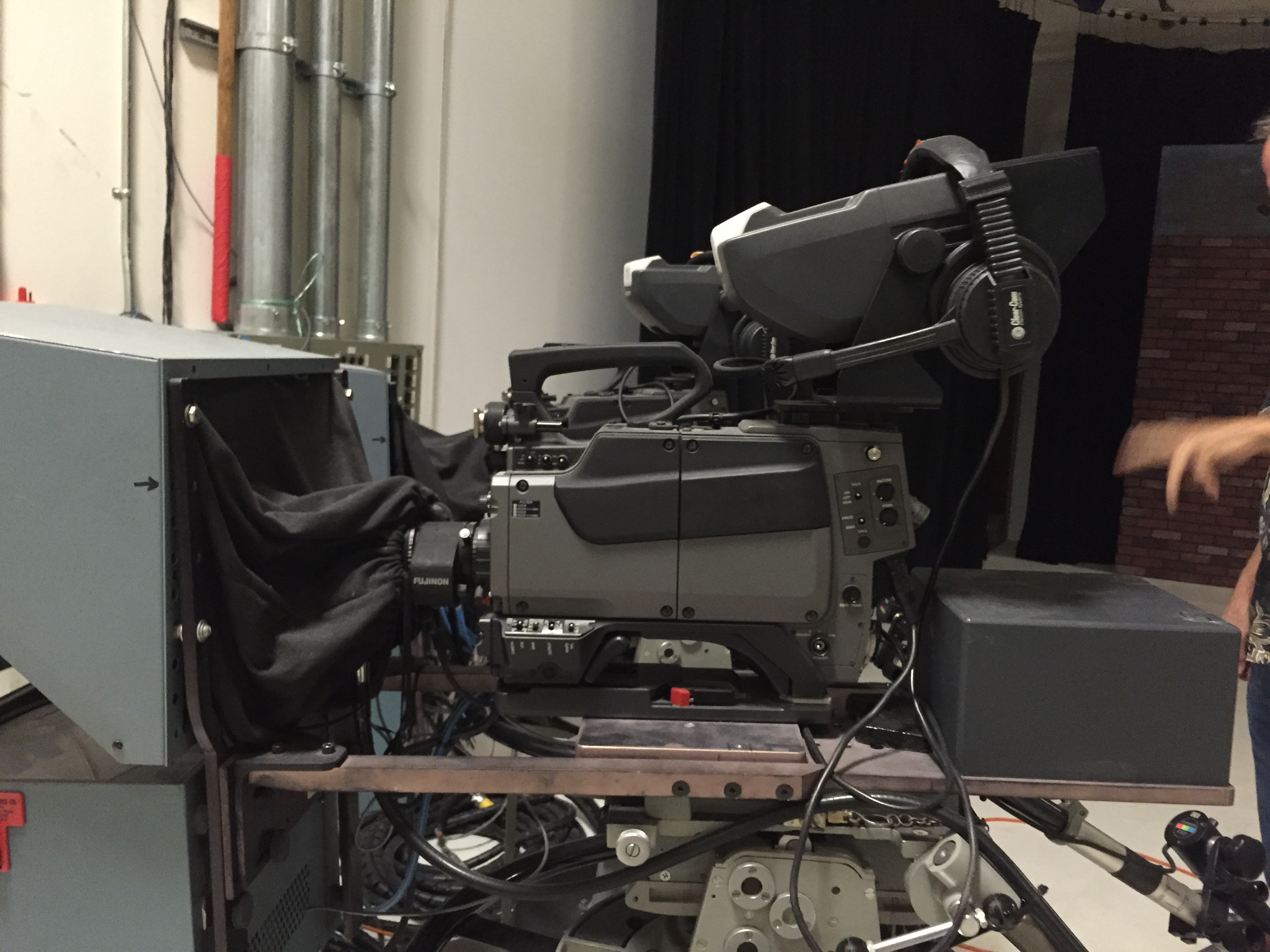 Sony BVP-570-Closer: Prompter bracketry and counterbalance weights