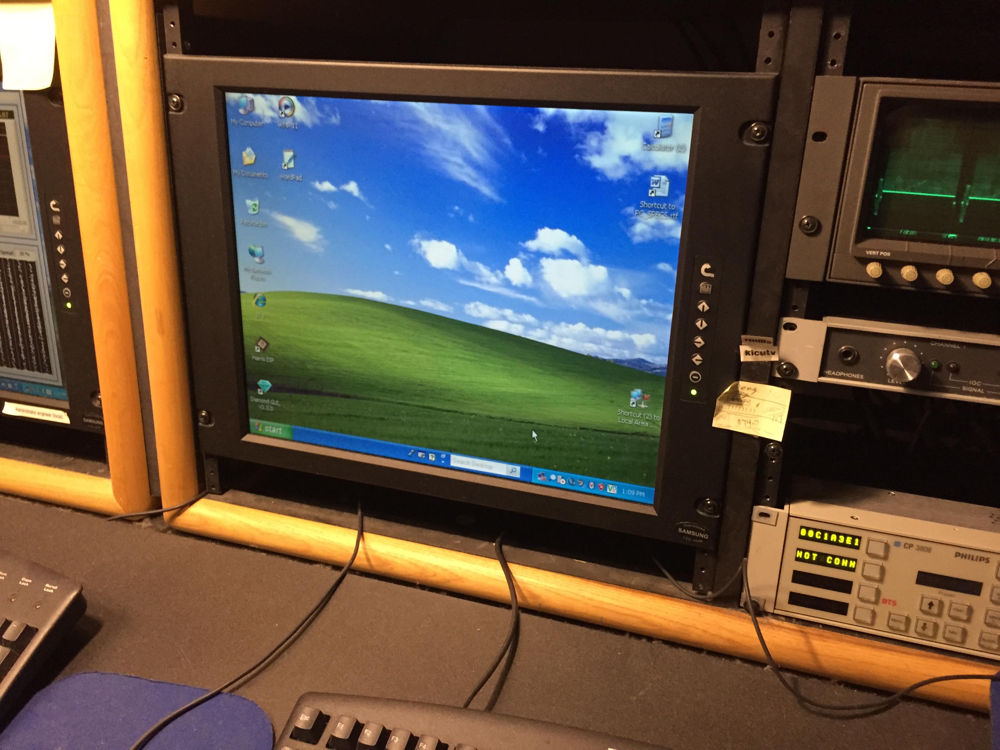 RM819-Rack Mount VGA Monitor